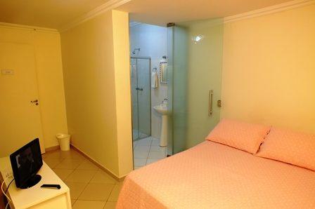 suite standard interna para casal no videiras palace hotel em cachoeira paulista .