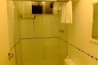 Banheiro da Suítes standard externas  no videiras palace hotel em Cachoeira Paulista
