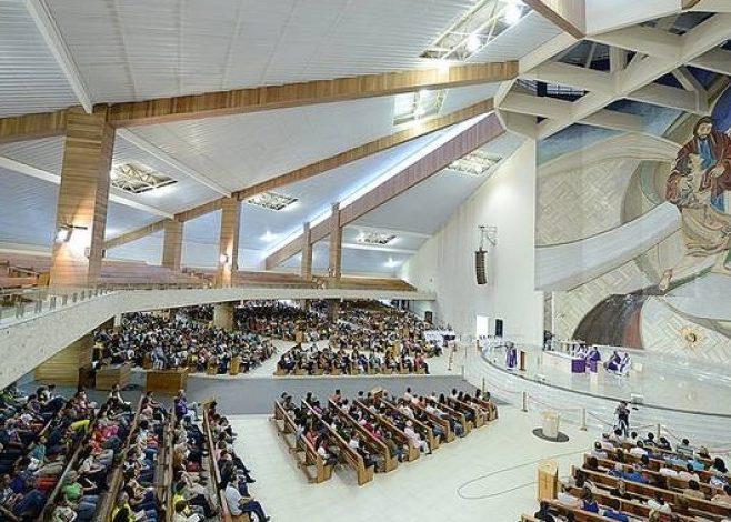 Interno do Santuário Pai das Misericórdia