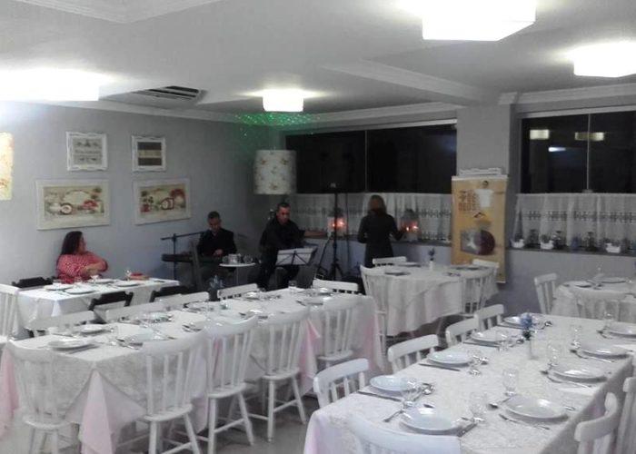 Jantares exclusivos com show acústicos no  videiras palace hotel