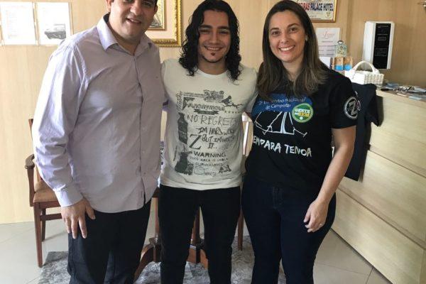 Café com pate papo e manhã de autografo com o Cantor Tiago Brado
